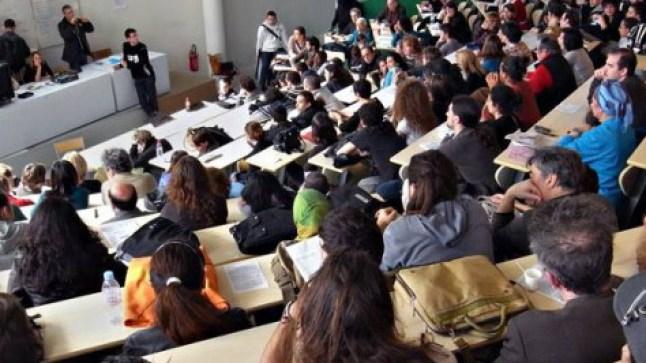 تحسبا لتوقف الدراسة.. جامعات مغربية تطلب من الأساتذة توفير دروسهم عبر صيغ إلكترونية