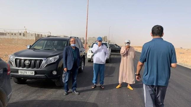 """بالصور. """"ولد الرشيد"""" يشرف على تعبيد طرق حي الوفاق الجديد"""