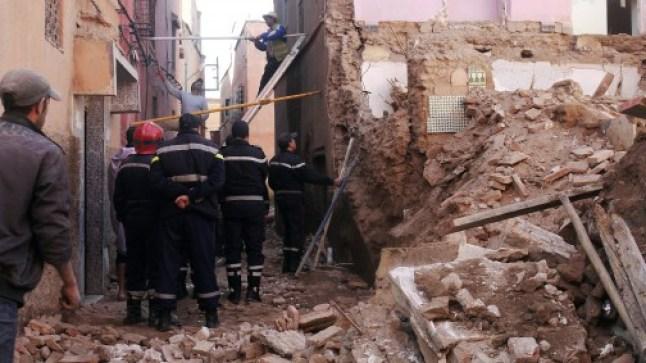شبح انهيار المنازل يرعب البيضاء من جديد.. ضحايا وجرحى ومفقودين في انهيار منزل..
