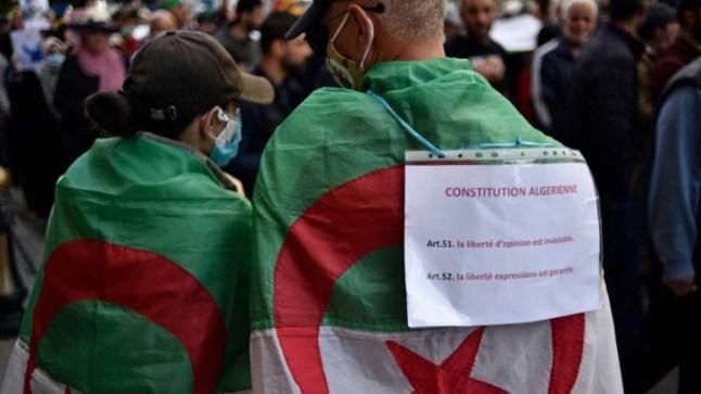 في الجمعة 114 من الحراك الجزائري.. شعارات رافضة للانتخابات ومطالبة بإطلاق سراح المعتقلين