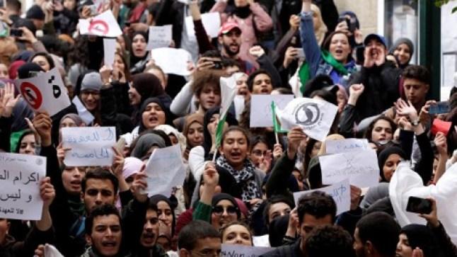حراك الجزائر… 23 معتقلا من بين المتظاهرين يخوضون إضرابا عن الطعام