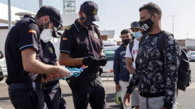 حزب إسباني يطالب بطرد المهاجرين من سبتة ومليلية
