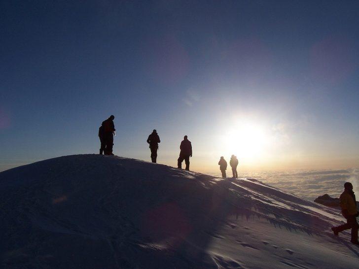 mountain-climbers-1591244_1280