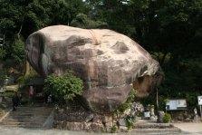 岩屋山地蔵院の人面岩は記憶以上にでかかった。