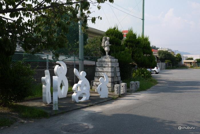 小郡小学校の二宮金次郎像