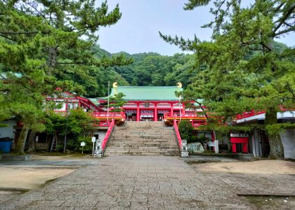 赤間神宮で激しい雨に降られました。