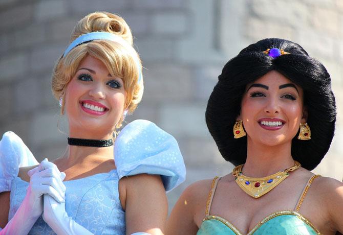 Аниматоры в образе Золушки и принцессы Жасмин.