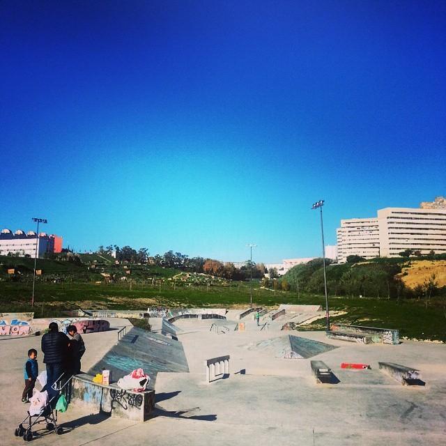 Winter sunday, market blue / #Lisbon http://ift.tt/12dMwpx
