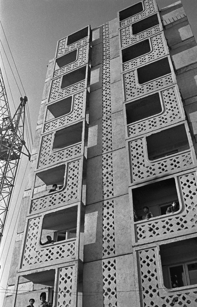 #chumboworld / Construction of an apartment building in Baku, USSR /