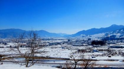 千曲市姨捨の棚田田毎の月冠着山雪景色