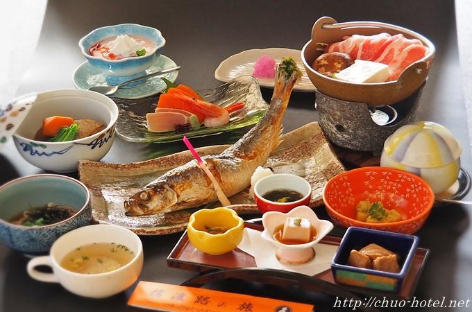 中央ホテル名物ニシン姿焼き魚夕食一例