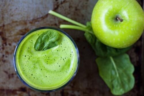 Detox giảm cân với táo