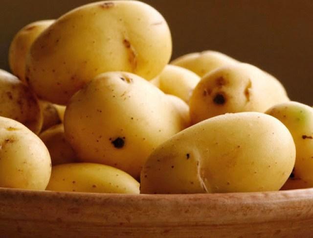 Cách trị thâm mắt tại nha bằng khoai tây