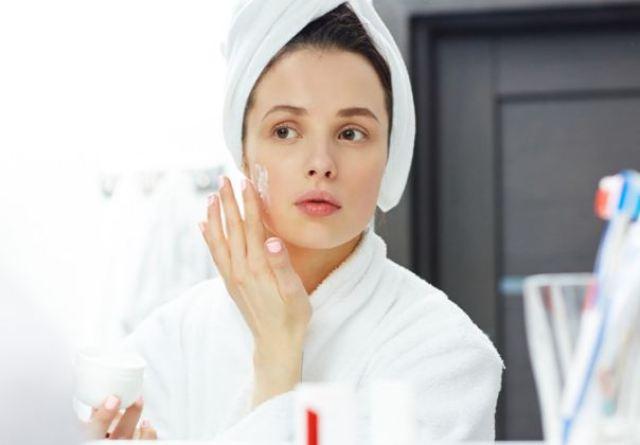 Các bước chăm sóc da dầu mụn lỗ chân lông to