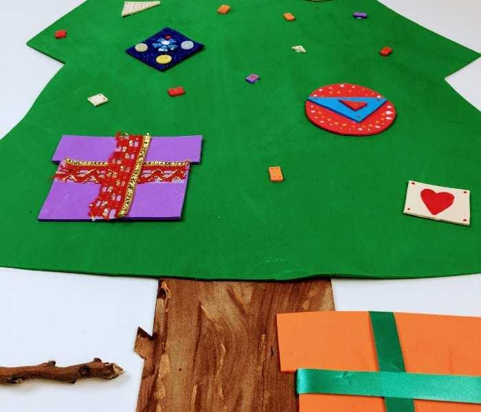 de Navidad. Guirnaldas de piñas y árbol de Navidad de goma eva