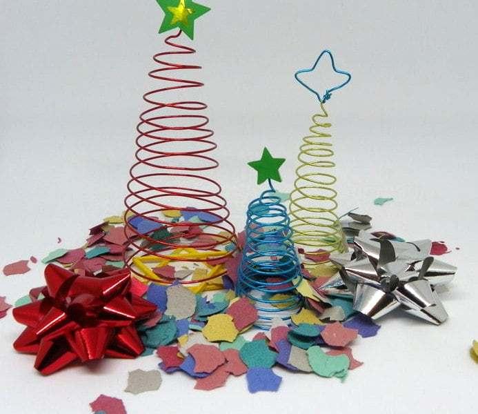 Adornos de Navidad. Árboles de Navidad y centro de mesa