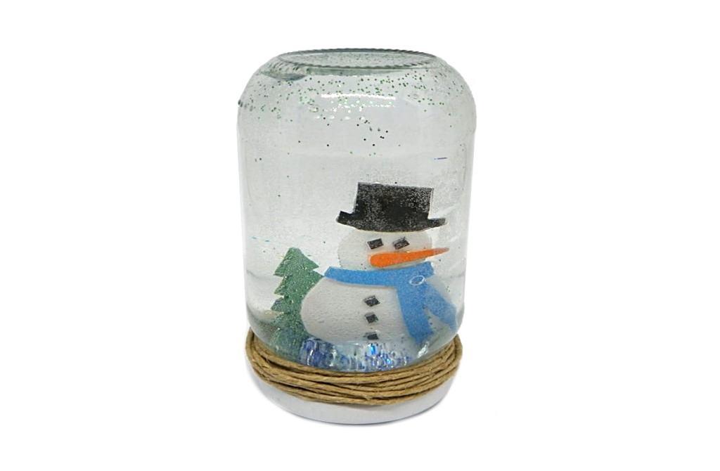 frasco de nieve hecho con un tarro de cristal y goma eva de colores