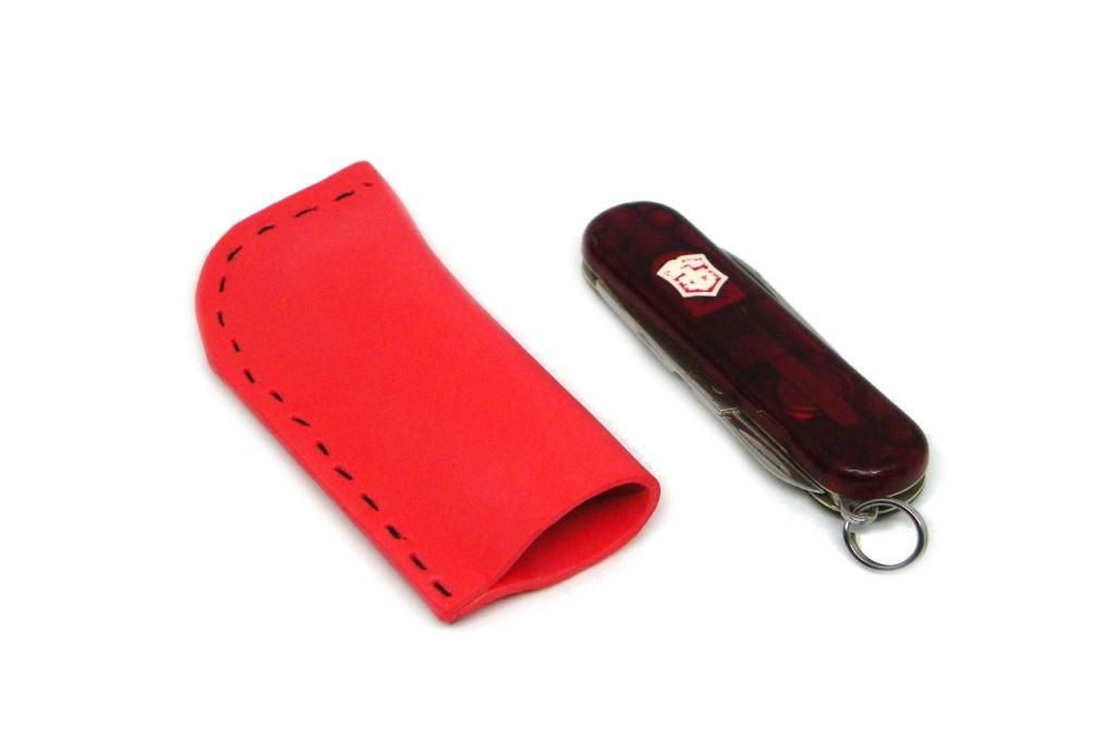 funda para la navaja multiusos victorinox classic hecha con goma eva de color rojo