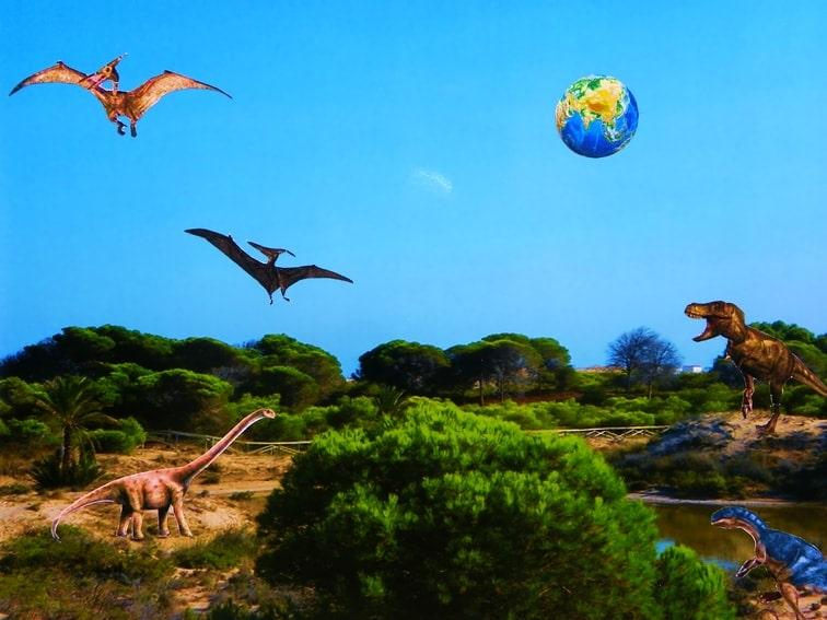 Collage Prehistórico hecho con una fotografía y recortes de dinosaurios