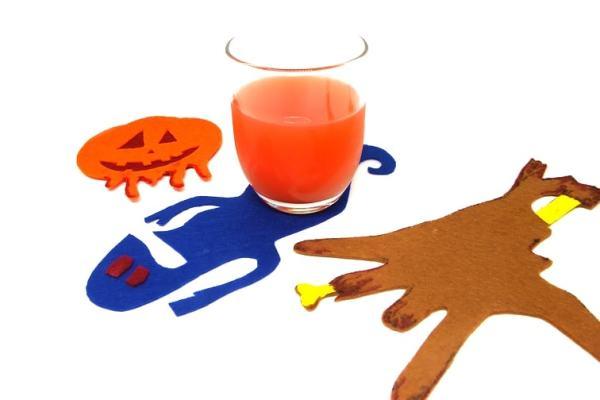 ¿Cómo hacer unos posavasos con figuras terroríficas para el día de Halloween usando fieltro de colores?