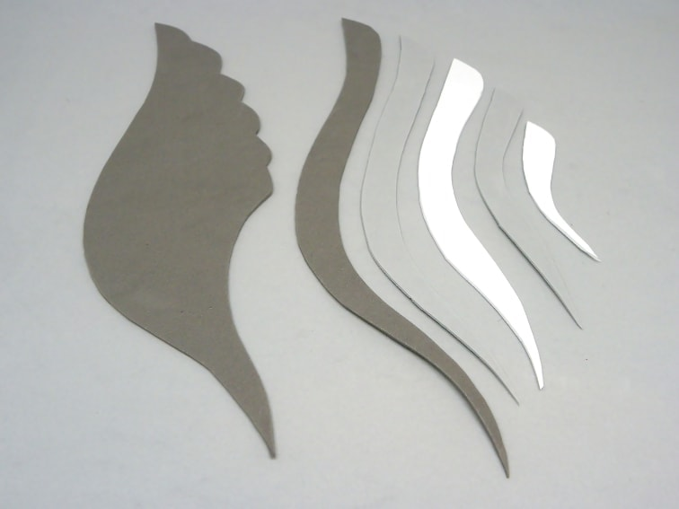 montaje del ala del casco de thor hecho con goma eva