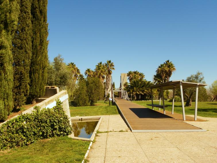 jardin de las tres culturas en el parque juan carlos I