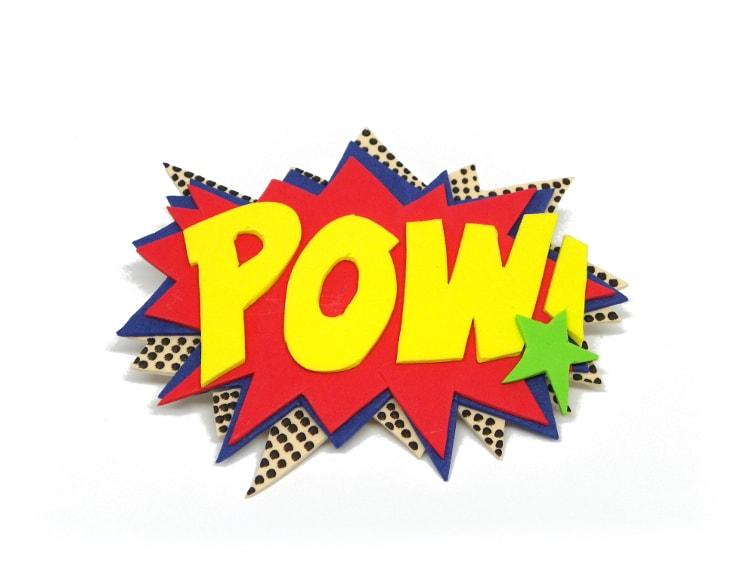 onomatopeya de comic pow hecha con goma eva de colores