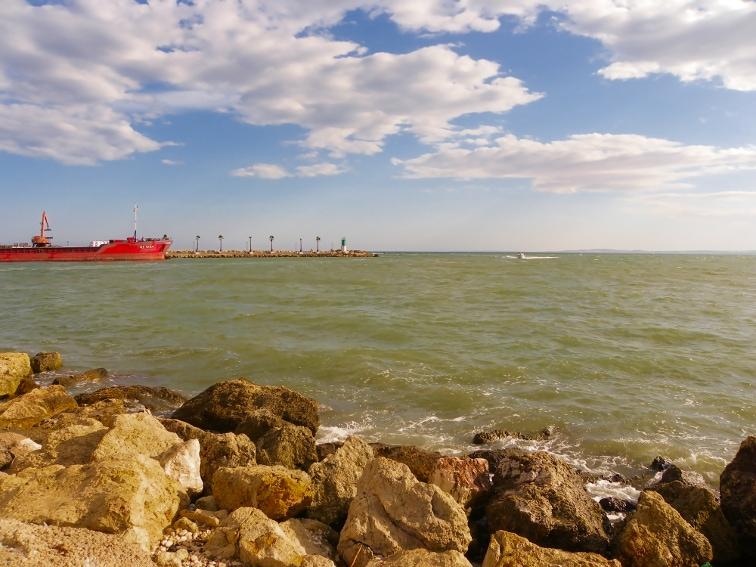 buque de carga y entrada al puerto de santa pola
