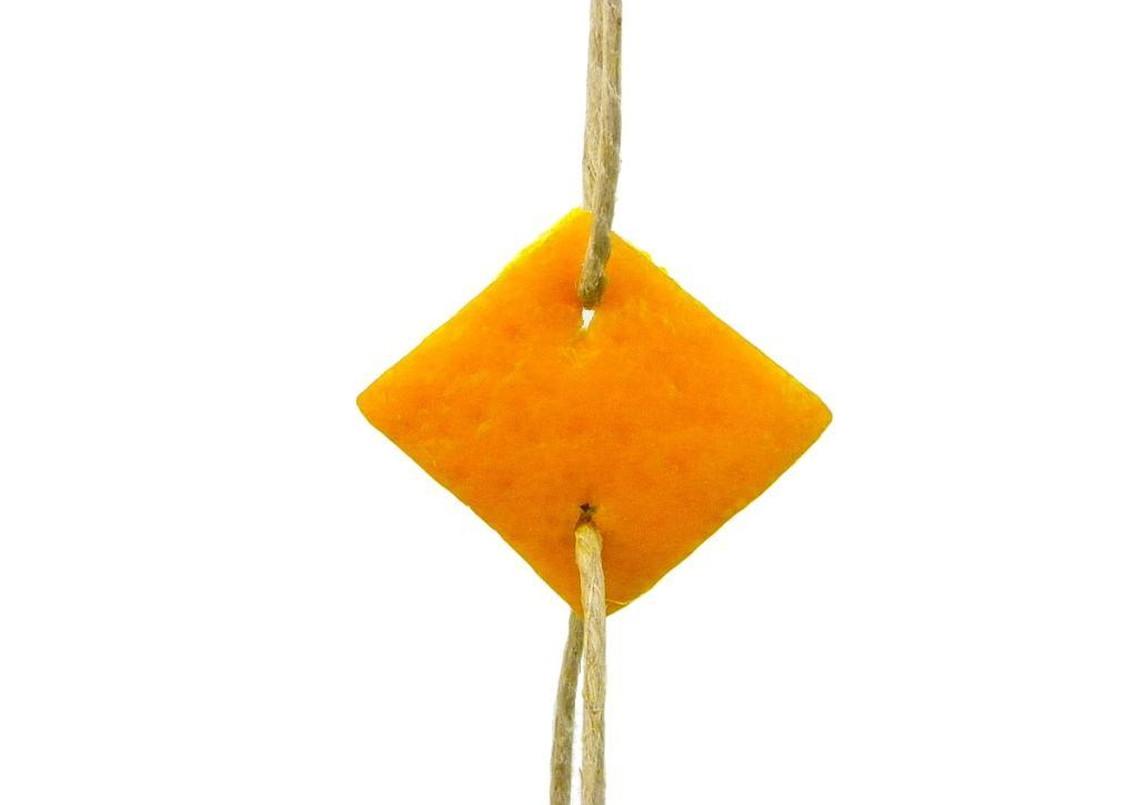 rombo hecho con cascara de naranja para hacer adorno aromatico