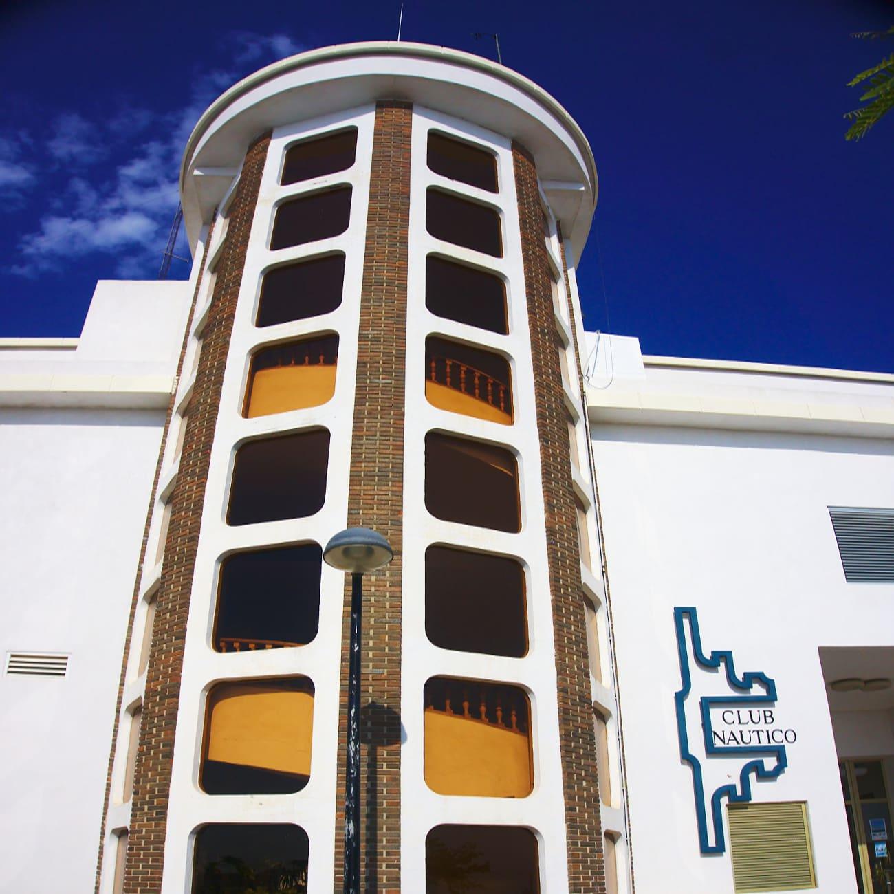 fachada trasera del club nautico de santa pola