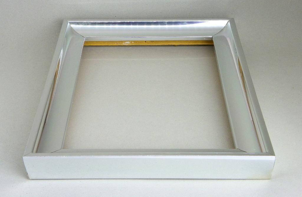 marco de madera plateado