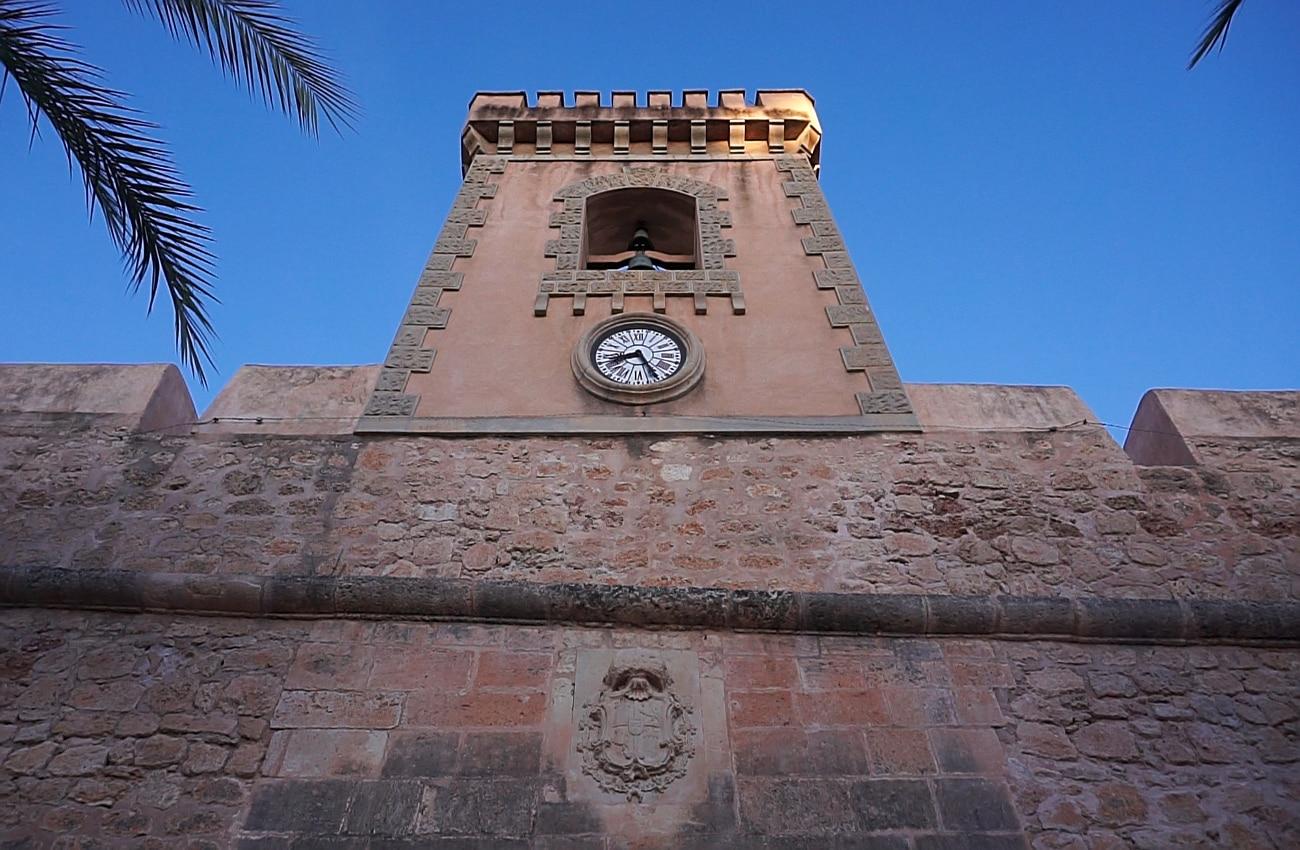 torre con reloj y campanas del castillo fortaleza de santa pola