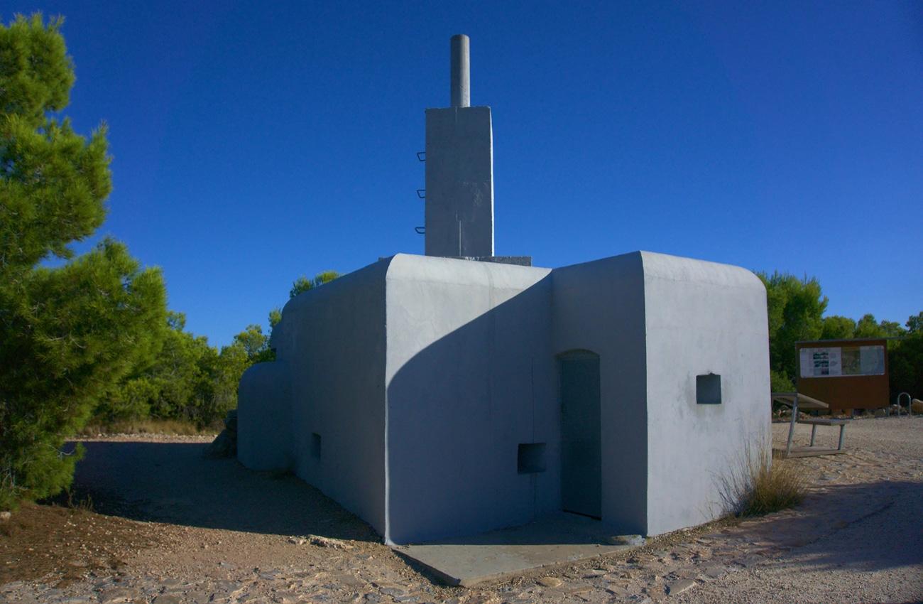 bunker de telemetria situado en la sierra de santa pola