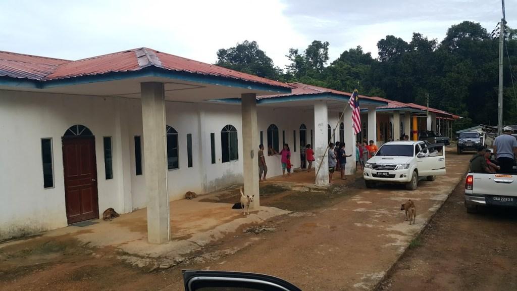 教會短宣隊到沙勞越詩巫巴甘長屋宣教並協助蓋教會