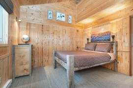 Queen bedroom. Dymond Lake Ecolodge. Churchill Wild. Scott Zielke photo.