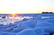 sunset-frozen-churchill-wild-seal-river-heritage-lodge-ian-johnson