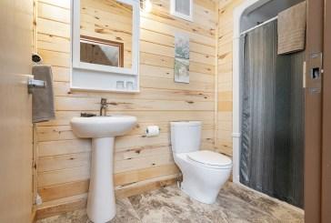 Ensuite washroom at Seal River Heritage Lodge. Scott Zielke photo.