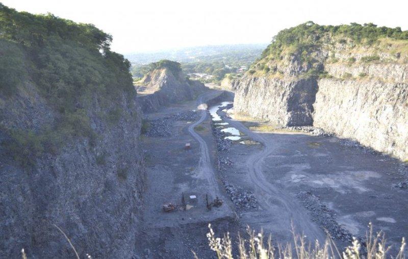 aspecto-del-estado-actual-del-cerro-emby-tras-50-anos-de-explotacion-por-la-empresa-concret-mix-sa-_902_573_1351175