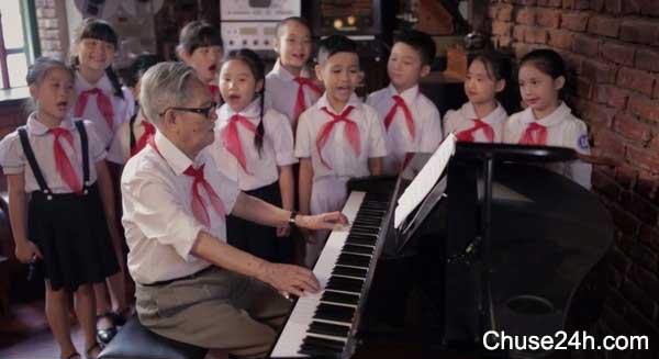 50 ca sĩ cùng 1.200 thiếu nhi hát Ai yêu Bác Hồ Chí Minh hơn thiếu niên nhi đồng
