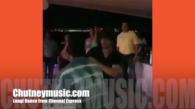 shah-rukh-khan-dwayne-bravo-seekkuge-prasanna-does-the-lungi-dance-from-chennai-express-1_hd.original