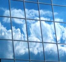 Bóng mây qua cửa sổ