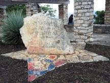 Tảng đá được đặt trên đỉnh núi Bonnell vào ngày 16 tháng 7 năm 1938