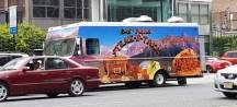 Một biểu tượng đáng yêu của mùa hè là xe bán thức ăn (foodtruck)