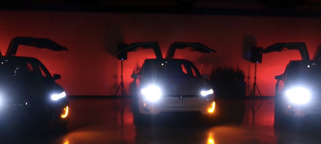 Vánoční světelná šou s Tesla Model X