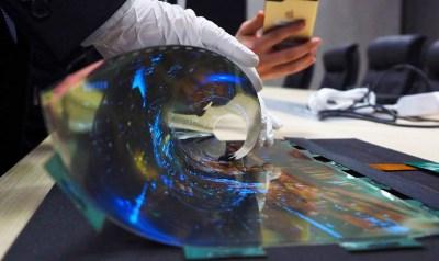 Grafen je klíčem k ohebným OLED displejům