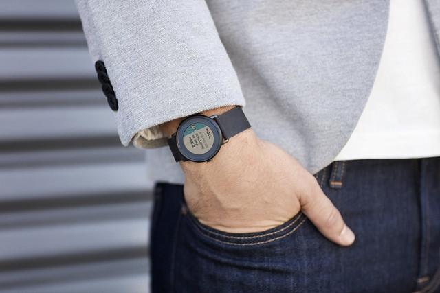 Akvizice Pebblu by mohla pomoci Fitbitu ve výrobě jeho prvních chytrých hodinek