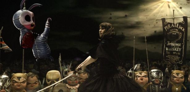 https://i2.wp.com/ci.i.uol.com.br/cinema/2012/01/17/alessandra-negrini-luta-contra-seus-demonios-em-cena-de-2-coelhos-1326824333097_615x300.jpg