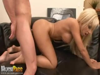 Bubble Butt Jessica Lynn Gets Some Aussie Dick!