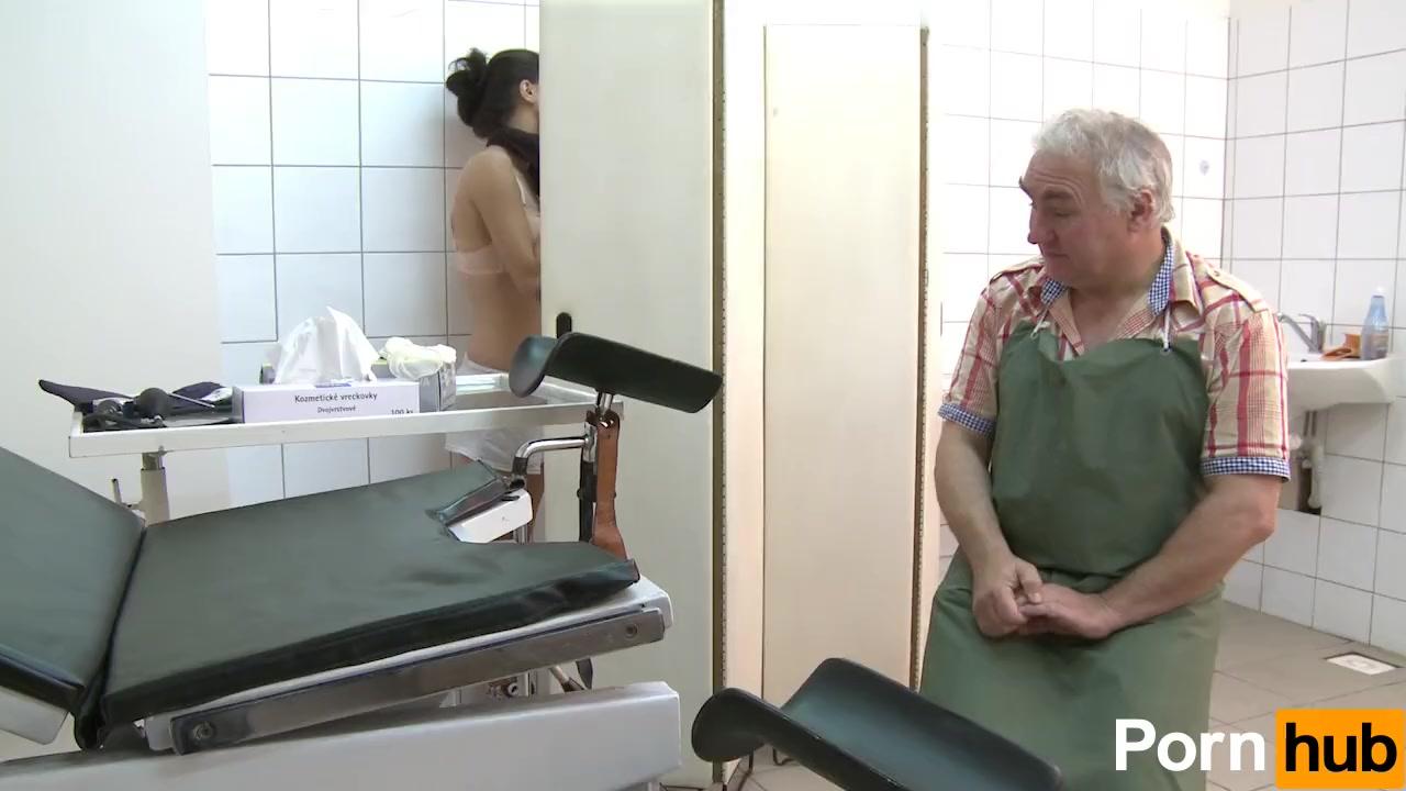 Смотреть как гинеколог трахает пациента