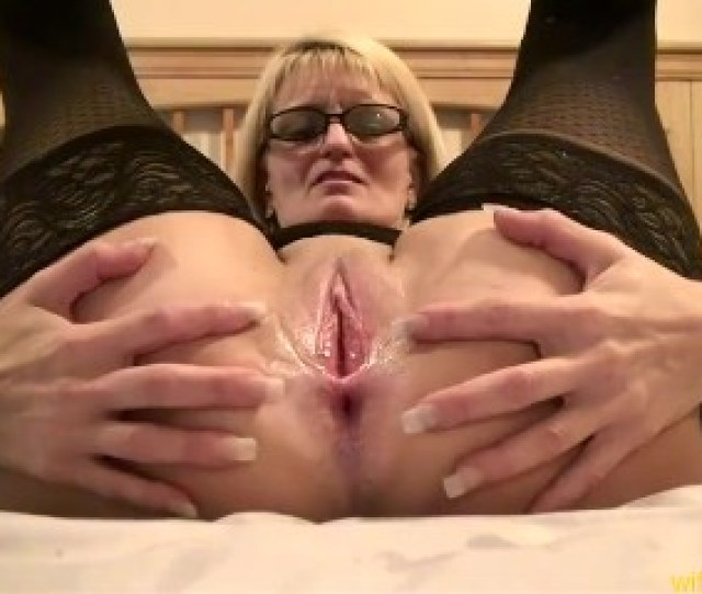 Milf Pees Gets Face Pussy Used Eats Cum Off